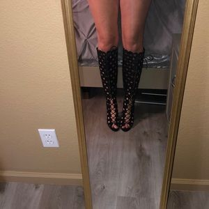 Black knee length boot😈